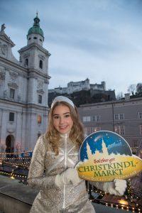 Salzburger Christkindlmarkt am Domplatz in Salzburg Foto: Franz Neumayr 18.11.2016 Christkindl mit Engerl